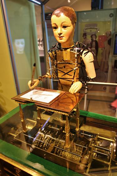 """""""TheDraughtsman-Writer"""" automaton"""